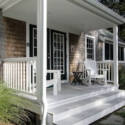 The Post & Beam Cottage ~ Perfect Retreat Near Great Pond & Cahoon Hollow Beach
