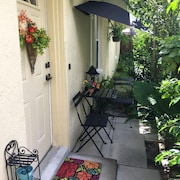 5 Star Sgl Fam Home w/ Private. Apt.- UCF Area -2 Bd/1 Bath, King bd in Master,