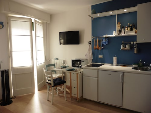 Lovely Studio With Kitchen and Services