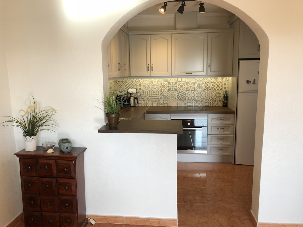 Private Kitchen, Lovely house facing south. Close to the beach. Poolside. High standard & Wifi.