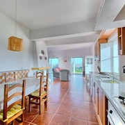 Ideally Located Beaches! Beautiful and Quiet House in the Vicinity