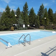 Tranquil Mountain-view Unit Radium Hot Springs Getaway - 2bed 2bath Pool Hot tub