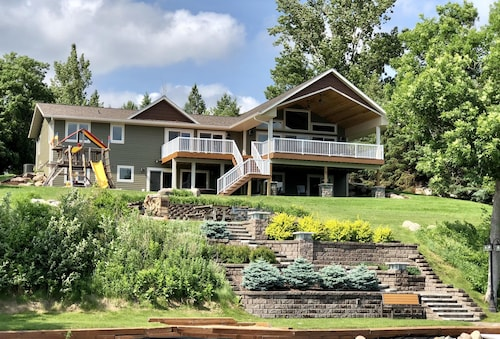 Luxury Lake Home With Large Covered Deck Sleeps 15 - 22 Feet Pontoon Included