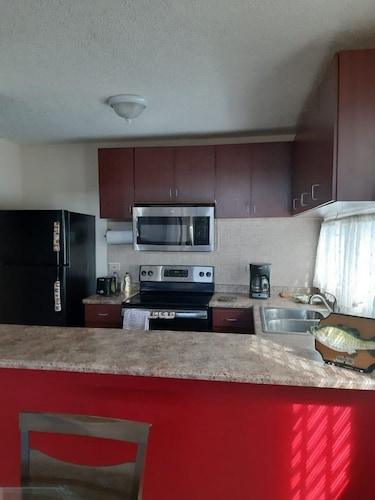 Private Kitchen, Beach House In Safe Gated Community With Pool And Playground