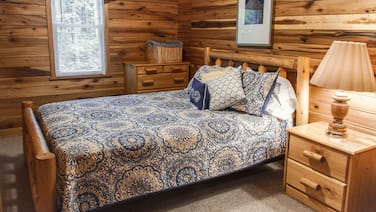 New River Gorge Cabin, hot tub and Fireplace at the Best Area Prices