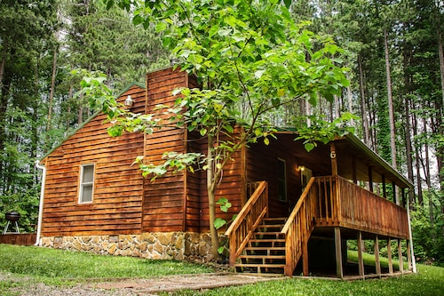 New River Gorge Cabin, hot tub and Fireplace, Jan & Feb Rent 2 Nights get 1 Free