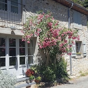 La Fontaine, Charming Rustic Cottage in Picturesque Village on the River