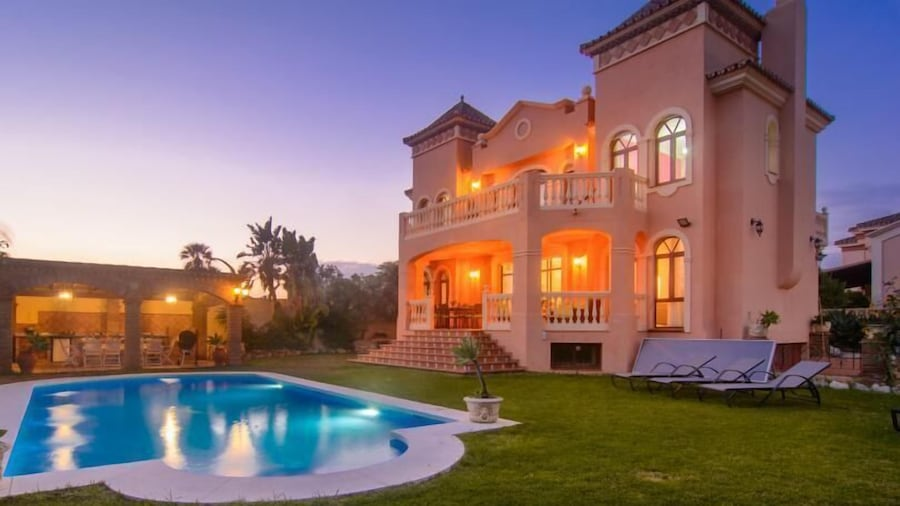 Twelve guest 6bedrooms Villa Montecarlo