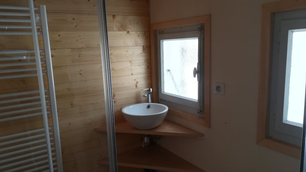 Bathroom, The Little Chalet at Papi-mamie
