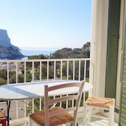 Cassis Calanques 90m2 Views and Exceptional Situation, sea 5 Minutes Walk, Parking