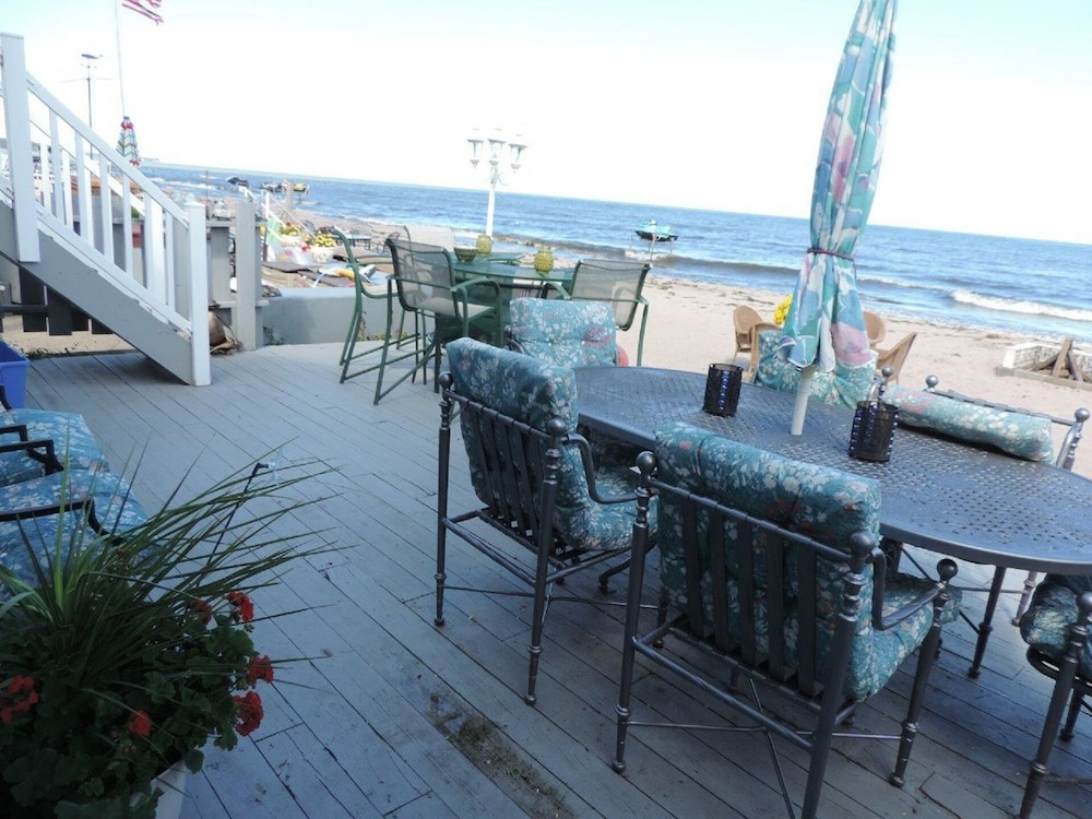 Balcony, Beachfront Home On Lake Ontario W/60 ft Of Private Beach