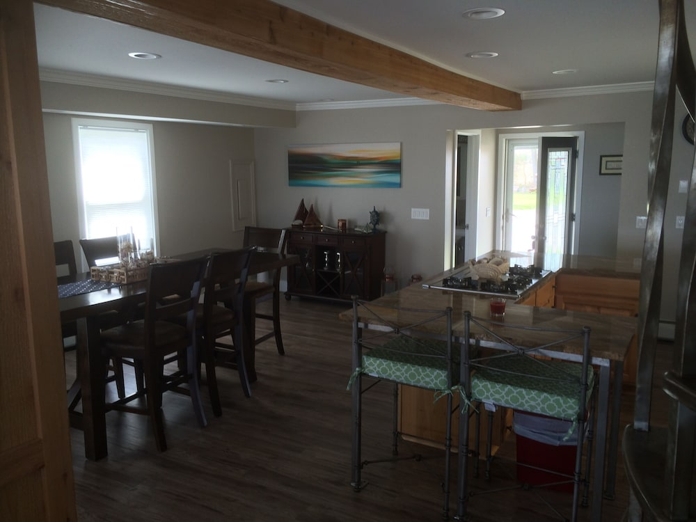 Private Kitchen, Beachfront Home On Lake Ontario W/60 ft Of Private Beach