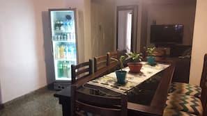 Full-size fridge, microwave, oven, cookware/dishes/utensils