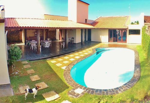 Beautiful House With 4 Suites, Pool and Barbecue