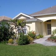 Lakefront Home With Pool, Tennis,golf Close to Beach, Restaurants & Shopping