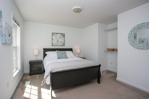The Carrboro- 4 BR / 2 BA Walk to Downtown!!!