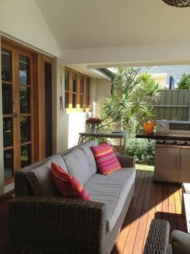 Sea La Vie-the House and Studio- Perfect Tranquil Getaway in Premier Location