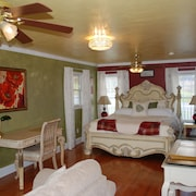 Olive Leaf Cottage Suite
