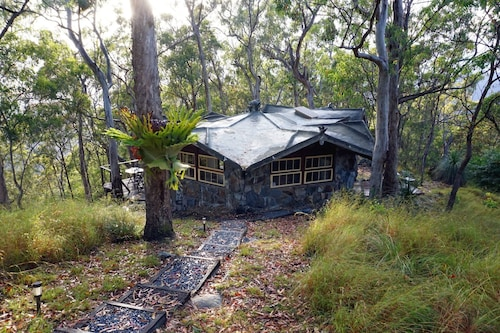 Hand Built Cottage in Private Setting Surrounded by Lamington National Park