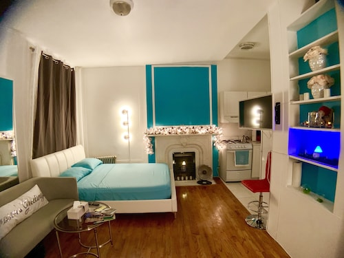 Midtown East Large Studio-7 Mins to Times Square!