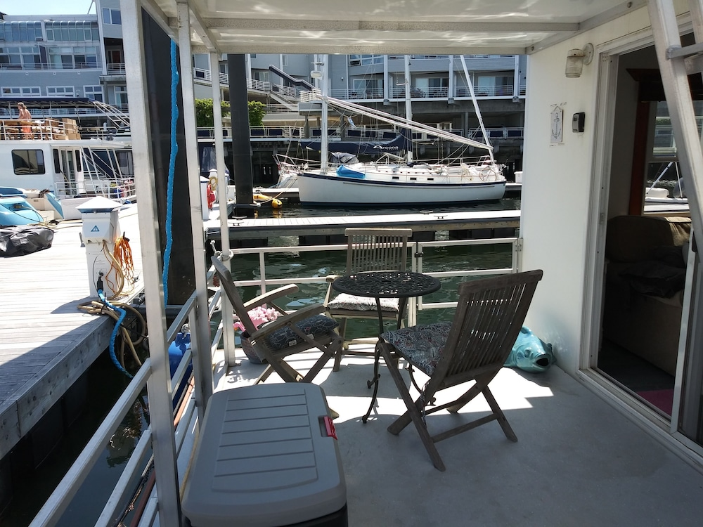 Balcony, Fun Houseboat. Walk to Boston Attractions Wifi