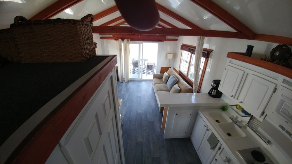 Private Kitchen, Fun Houseboat. Walk to Boston Attractions Wifi
