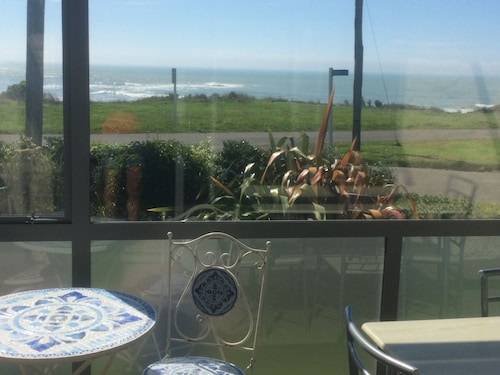 Beautiful Ocean View From This Lovely Holiday Home