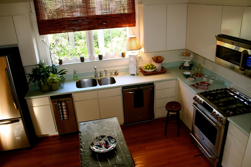 Private Kitchen, The Perfect Seaside Cottage To Enjoy The Charmed Life On Sullivan's Island