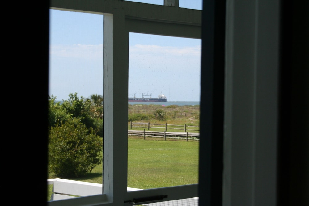 Room, The Perfect Seaside Cottage To Enjoy The Charmed Life On Sullivan's Island