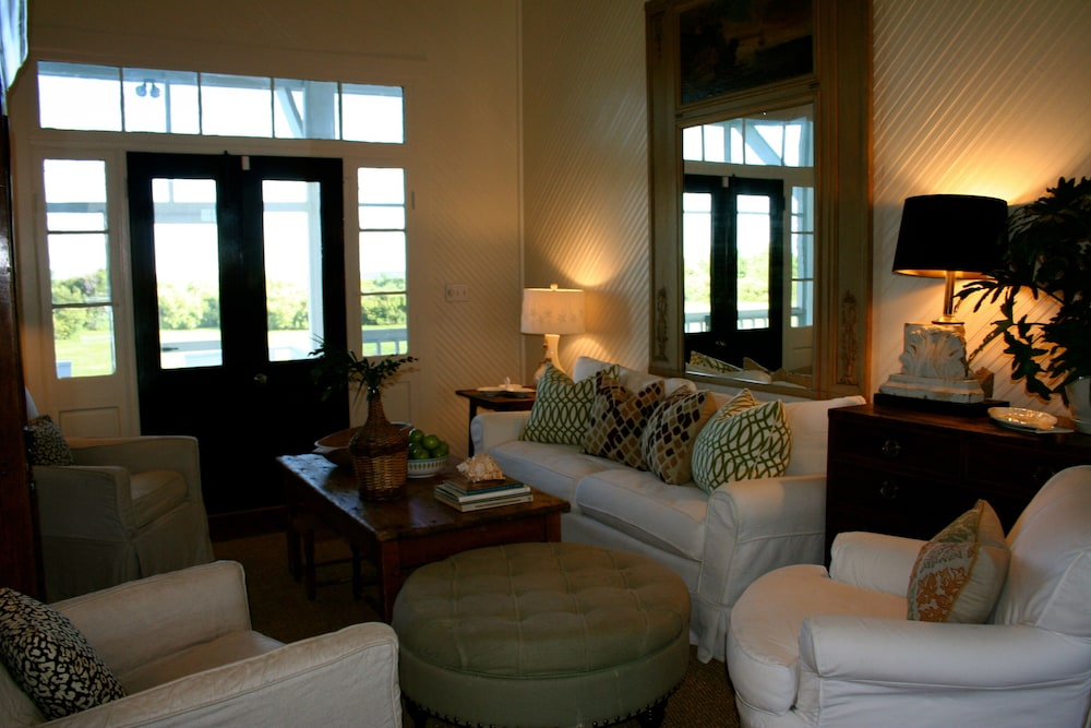 Living Room, The Perfect Seaside Cottage To Enjoy The Charmed Life On Sullivan's Island