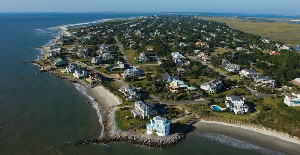 Featured Image, The Perfect Seaside Cottage To Enjoy The Charmed Life On Sullivan's Island