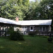 Secluded Private Home Right on Saco River in North Conway