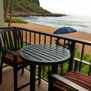 Deluxe Hawaiian Princess Condo - Four Steps From the Sand - Free Wifi