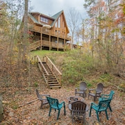 Impressive 3 Bedroom Cabin With Window Wall, Multi-level Decks, and Game Room!