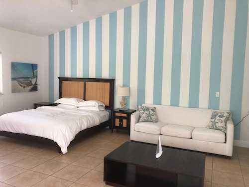 Beautiful Ocean View 1 Bedroom Luxury Apartment In Resorts World Bimini
