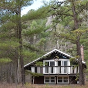 Cathedral Ledge Chalet - Walk to Echo Lake, Pet-friendly, North Conway NH