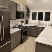 New Kitchen, Clean, A/c, Close Beaches- AUG 31-sept 7 Available -- Email Today!
