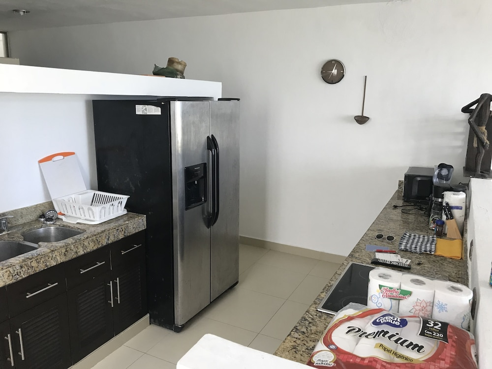 Private Kitchen, BEACHFRONT VILLA GH 1 FULLY FURNISH SECURITY 24/7