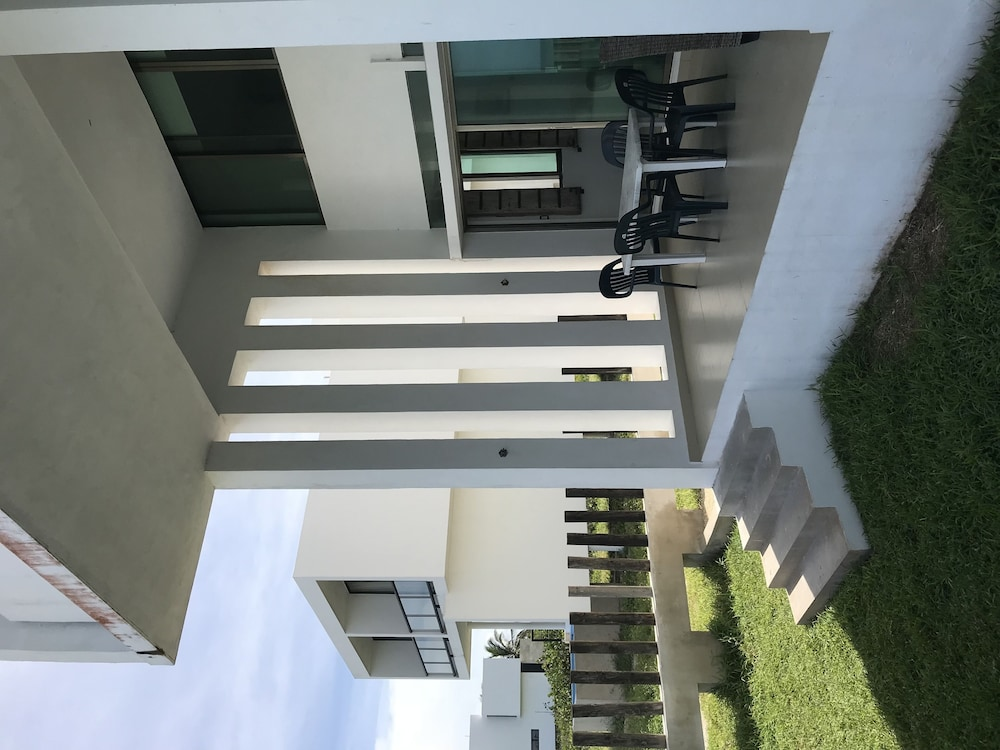 , BEACHFRONT VILLA GH 1 FULLY FURNISH SECURITY 24/7