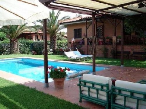 Rome: House / Villa - Roma With Garden and Private Swimming Pool