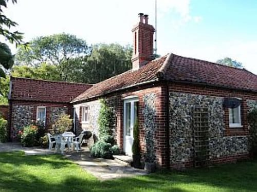 Country Cottage in Walled Garden of Historic West Stow Hall