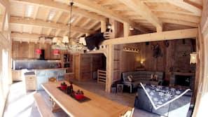 Télévision, cheminée, baby-foot, jouets