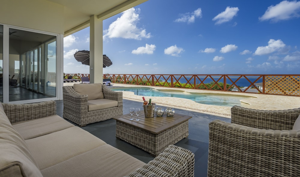 Luxury Holiday Villa With Full View Of Caribbean Sea And Klein