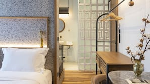 고급 침구, 객실 내 금고, 책상, 노트북 작업 공간