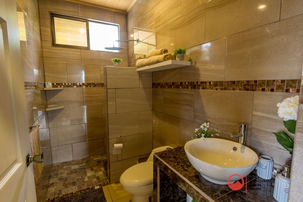 Bathroom, Private House Green Paradise- Wifi, Jacuzzi, A / C