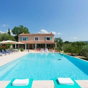 Villa With Private Pool , 5 Bedrooms, Jacuzzi, Wifi, Garden