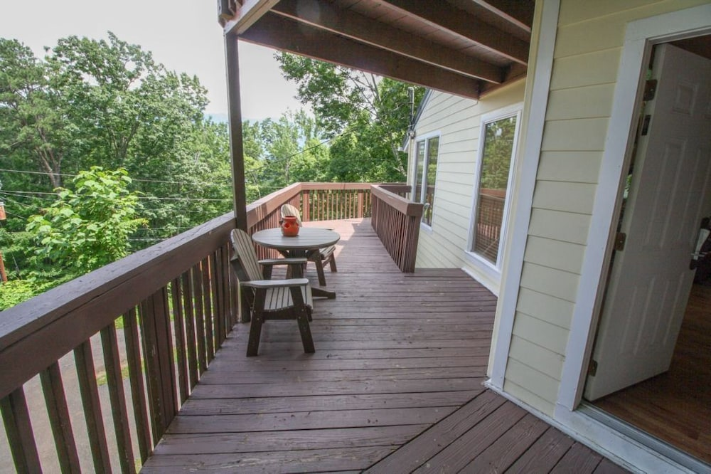Balcony, Mount Beautiful - 4 Br Cabin