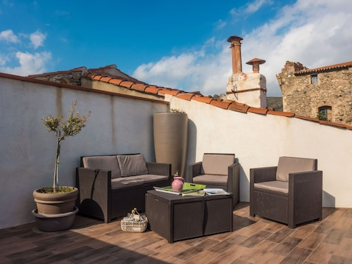 Beautiful House With Roof Terrace in Typical Village of Roussillon