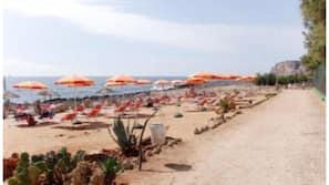 Beach nearby, white sand, scuba diving