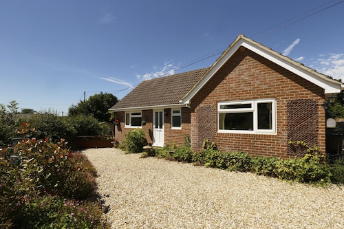Beautiful Self Contained Bungalow With Space for 1 Well Behaved dog